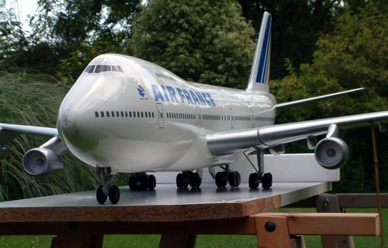 Boeing 747-100 AIR FRANCE 1/32nd Scale Solid Model with Landing Gear