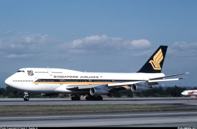 Boeing 747-300 SINGAPORE AIRLINES Old Livery 1/32nd Scale Cutaway Model