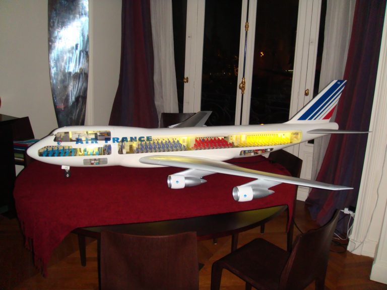 Boeing 747-100 AIR FRANCE 1/32nd Scale Cutaway Model