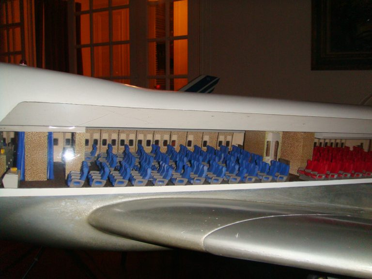 Boeing 747-100 AIR FRANCE Old Colors 1/32nd Scale Cutaway Model with Landing Gear