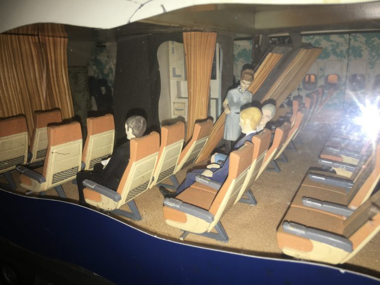 Boeing 747-100 BRITISH AIRWAYS 1/16th Scale Cutaway Nose Section Model